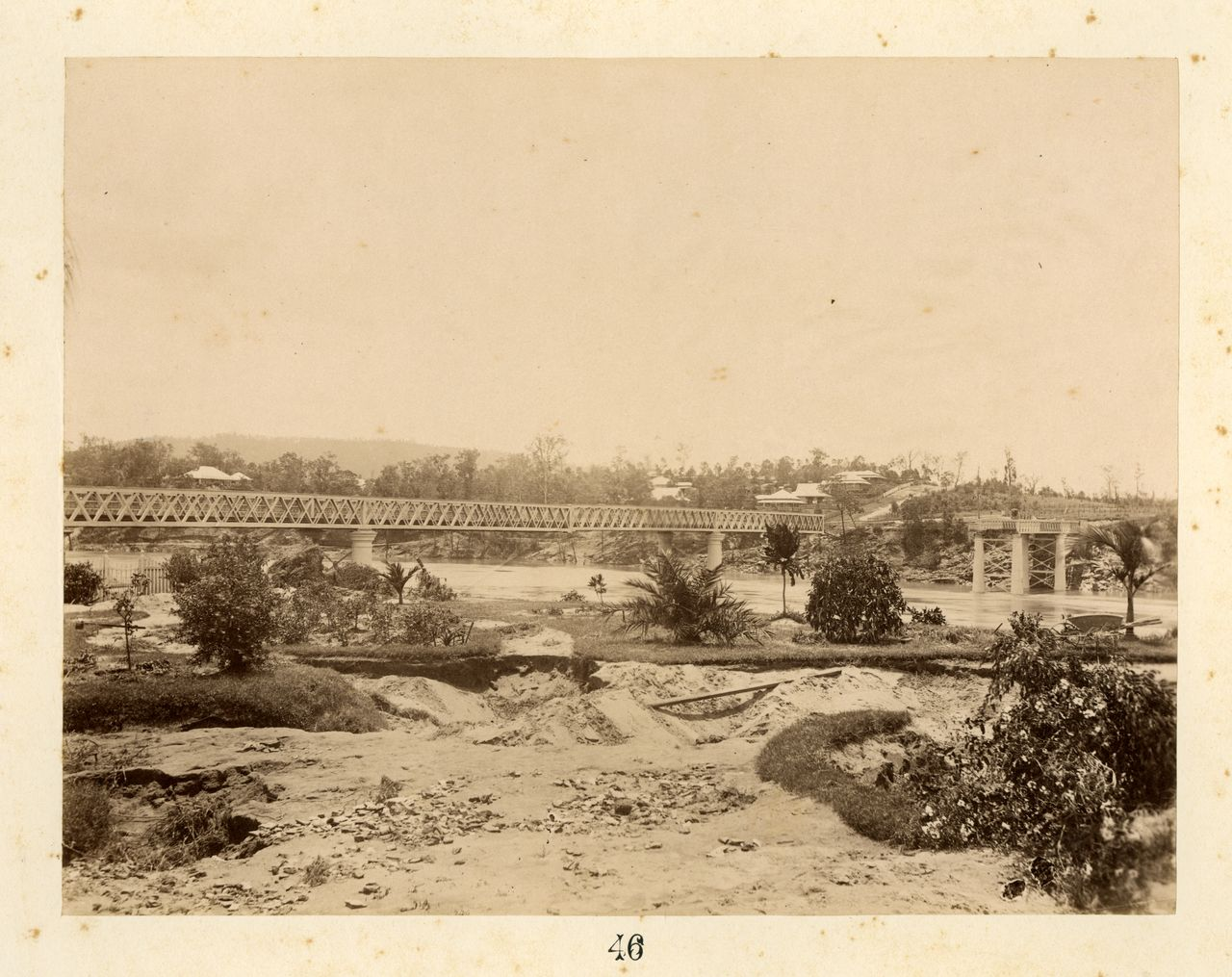Image of flooded Brisbane River and Indooroopilly Railway Bridge with large section missing on the right hand side.